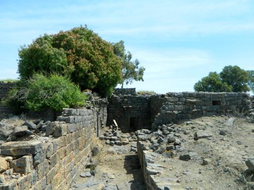 More Deir Qeruh ruins