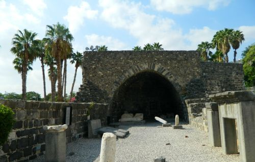 The visitor centre building with ruins of an ancient synagogue