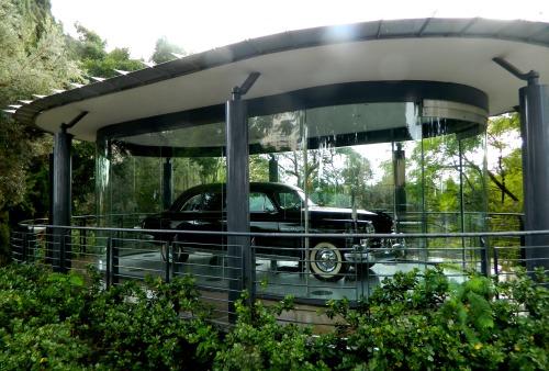 Weizmann's custom Lincoln Cosmopolitan