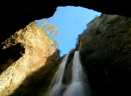 Looking up through the chimney of HaTanur Waterfall
