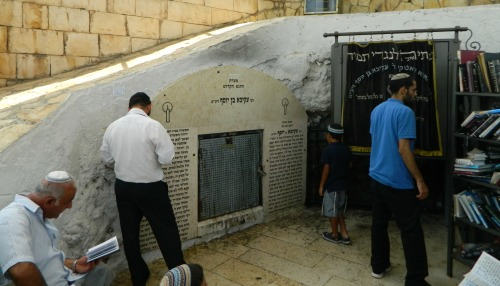 Inside the kever of Rabbi Akiva
