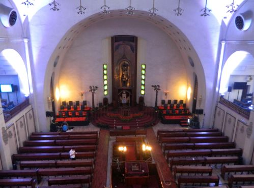 Inside Tel Aviv's Great Synagogue