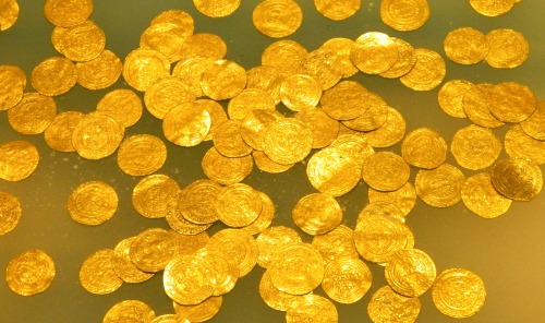 Fatimid coins of pure gold found underwater